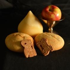 Pan, queso, manzana y galletas